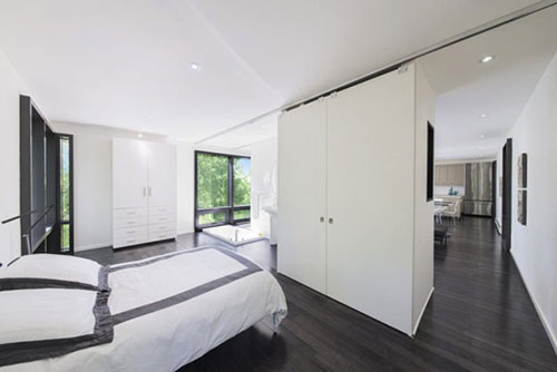 Genoeg Witte slaapkamer met donkere vloer | Slaapkamer ideeën &OU76