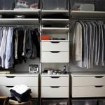 Kleine slaapkamer met kledingkast
