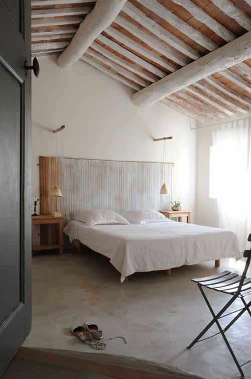 Rustieke slaapkamer van gerestaureerd landhuis  Slaapkamer ideeën
