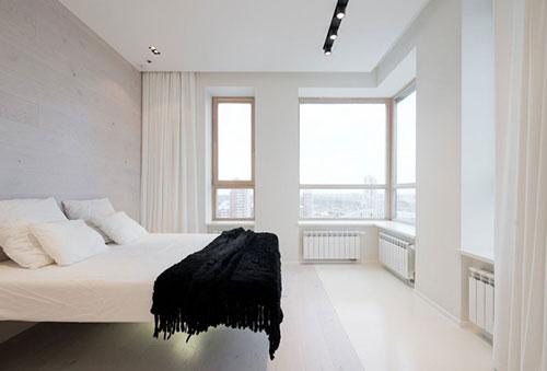 Gordijnen Slaapkamer Tips : Witte minimalistische slaapkamer in Moskou ...