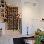 Open slaapkamer met hoogslaper-kledingkast-combinatie
