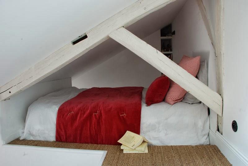 Vliering slaapkamer van mini appartement van 25m2