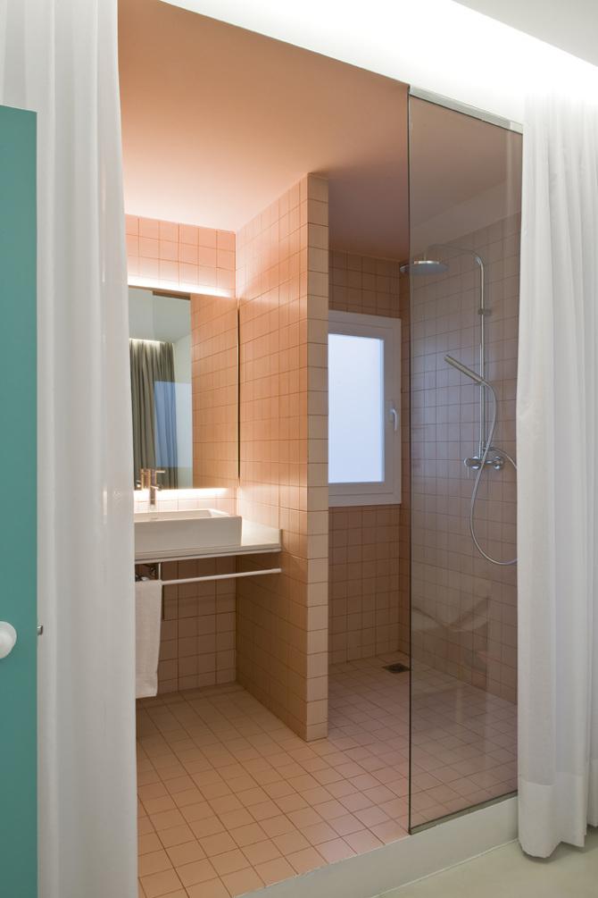 badkamer-roze-tegels