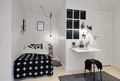 Bed in kleine slaapkamer hoek