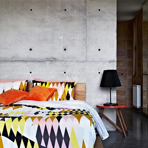 betonnen-muur-in-slaapkamer-3