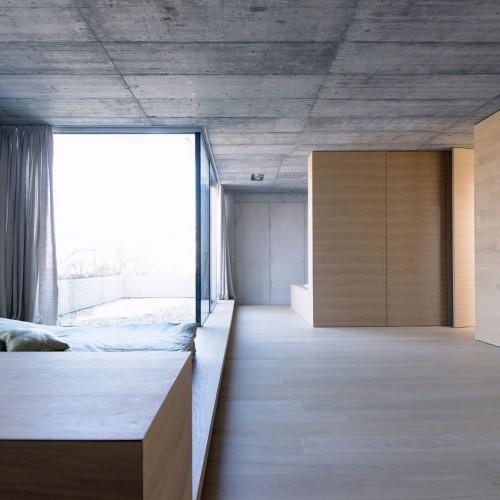 Stoere slaapkamer met patio tuintje  Slaapkamer ideeën