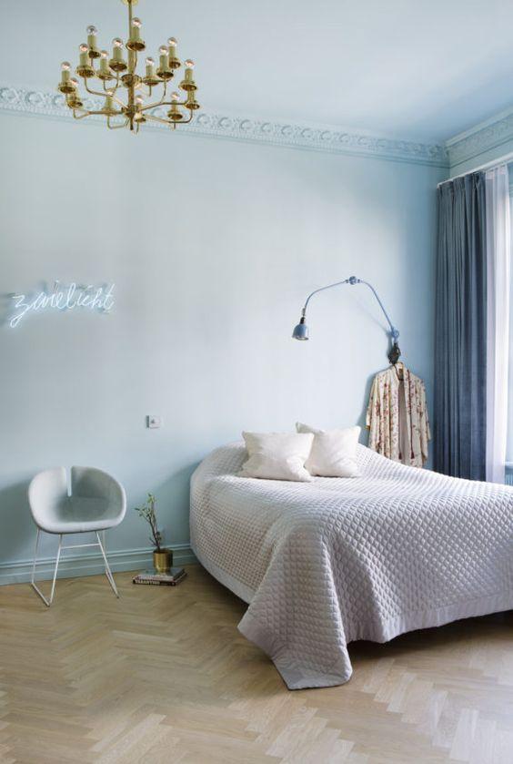 blauwe muren plafond