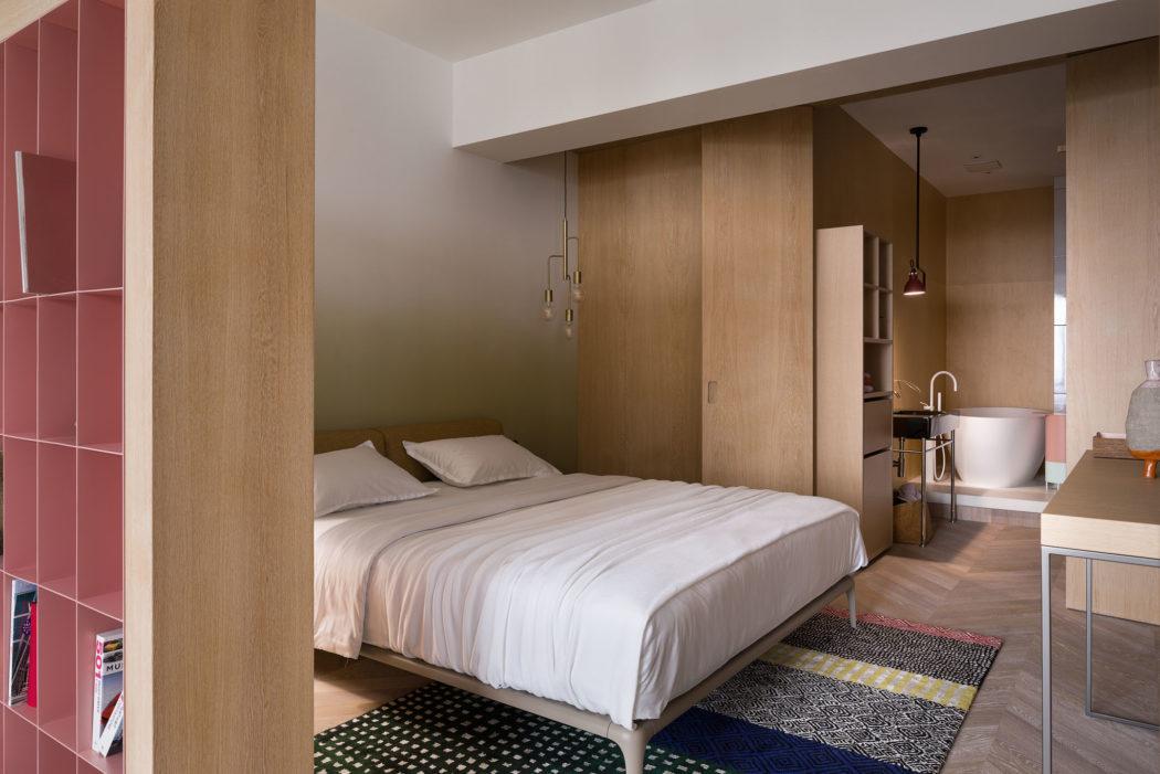De luxe slaapkamer suite van Olha Wood