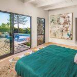 De mooie slaapkamer van een luxe bungalow van 3.5 miljoen dollar!