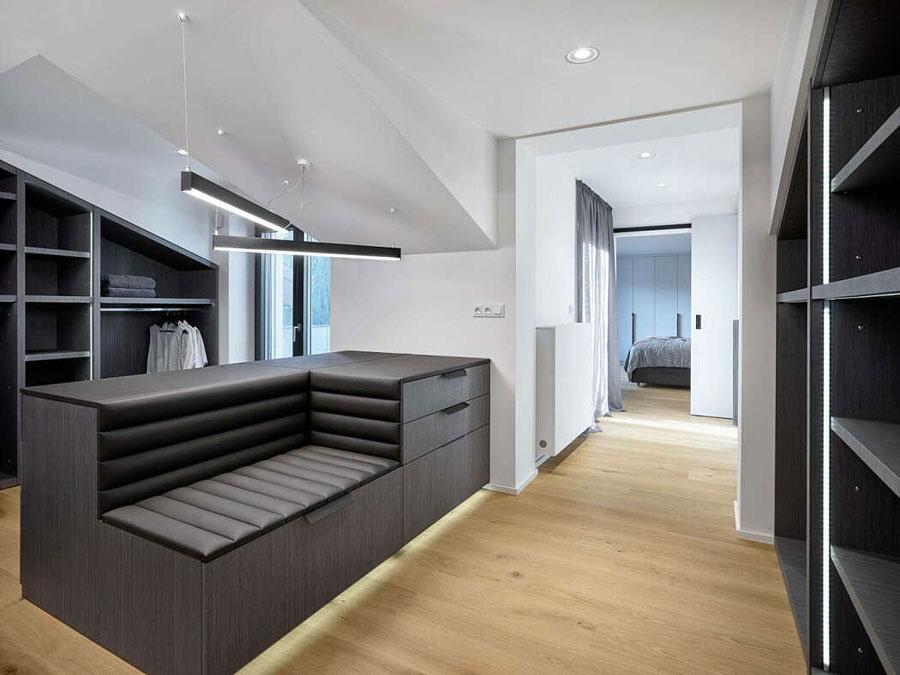 Deze gehele verdieping is ingericht met de stoere slaapkamer, badkamer, toilet en inloopkast!