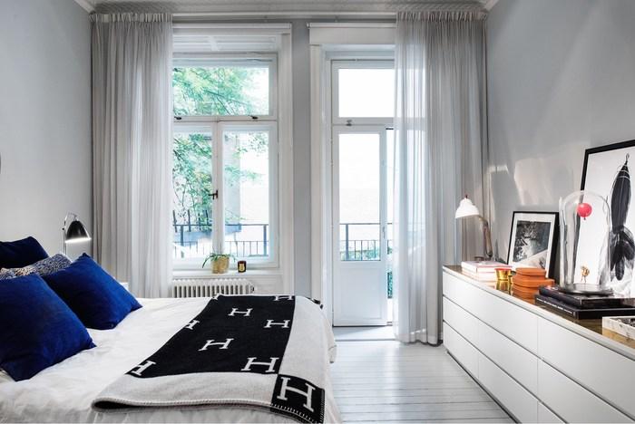 Deze Scandinavische slaapkamer is erg chique ingericht!