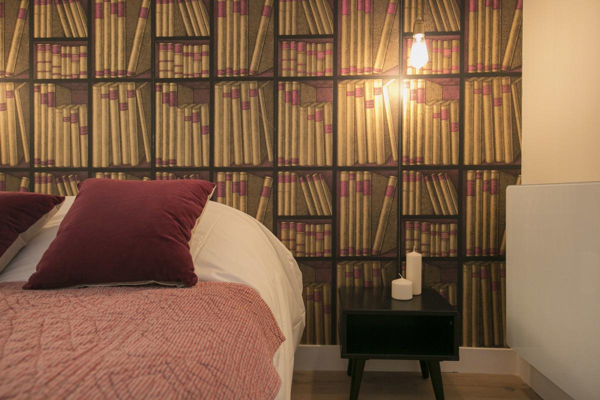 Slaapkamer Ideeen Boek : Deze slaapkamer is gedecoreerd met mooie boekenkast behang