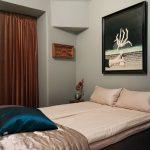 Deze slaapkamer is ingericht als een leuk vintage hotel