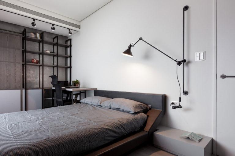 Deze stoere moderne slaapkamer is voorzien van een geheime deur