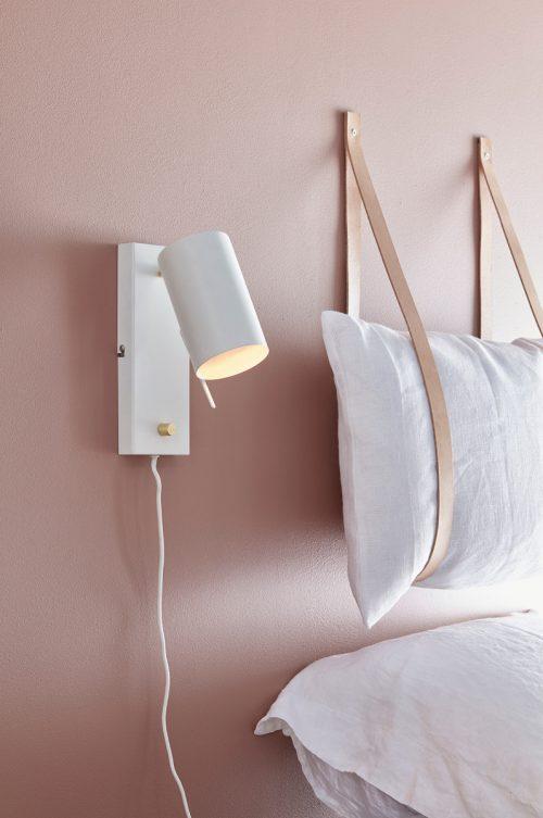 http://www.slaapkamer-ideeen.nl/wp-content/uploads/diy-hoofdsteun-leren-straps-kussens-500x753.jpg