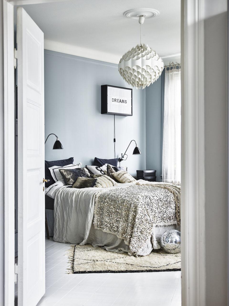 Eclectische slaapkamer van Zweedse interieurstylist