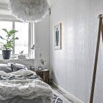 Een lange smalle slaapkamer