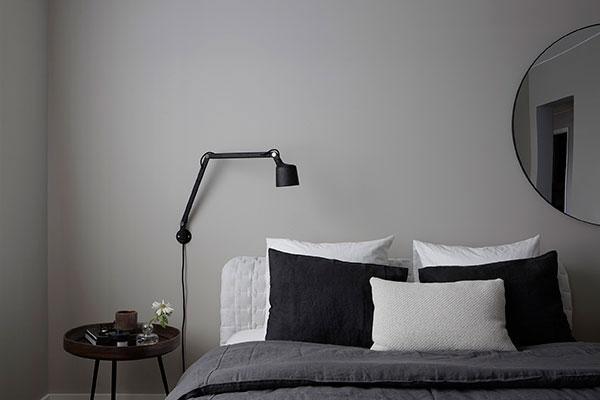 Exclusieve slaapkamer met verschillende tinten grijs