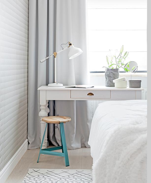 frisse-slaapkamer-met-stoere-houten-wandbekleding-3