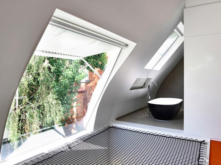 Futuristische slaapkamer met badkamer en suite