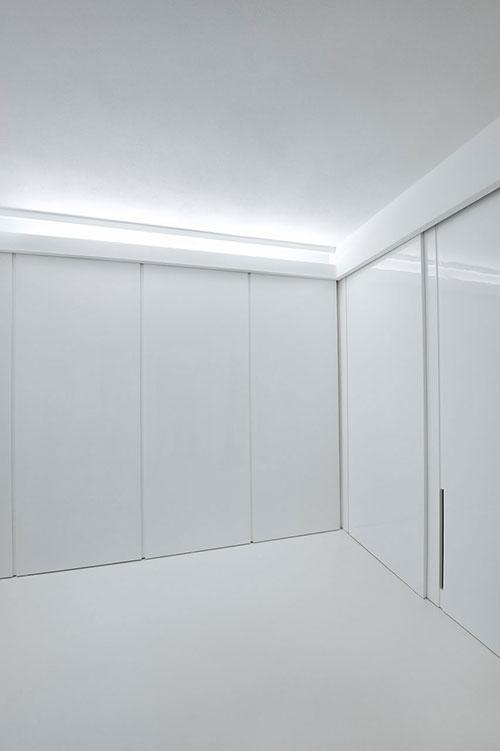 Futuristische witte slaapkamer