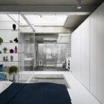 Stoere transparante slaapkamer badkamer combinatie
