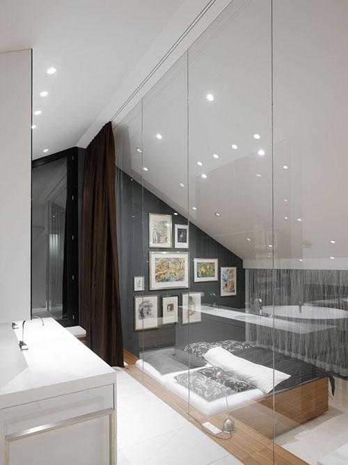 Picture idea 34 : Badkamer met schuine muur werd echt handig ingericht ...