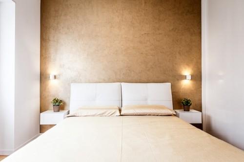Gouden muur in de slaapkamer  Slaapkamer ideeën
