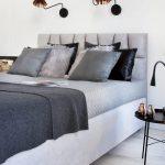 Witte slaapkamer met zwarte en grijze accenten