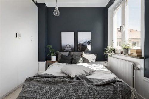 Grijswitte slaapkamer met openslaande deuren  Slaapkamer ideeën