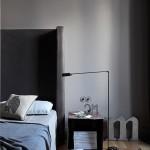 Grijze slaapkamer met visgraat vloer