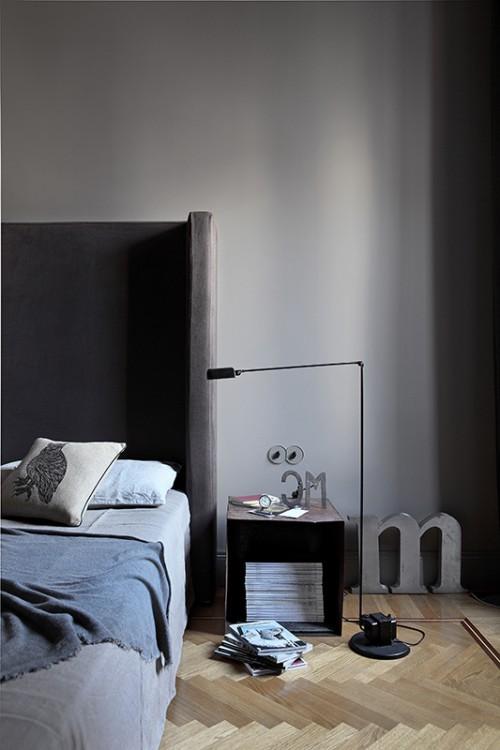 Grijze slaapkamer met visgraat vloer  Slaapkamer ideeën