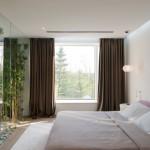 Groen in een transparante slaapkamer
