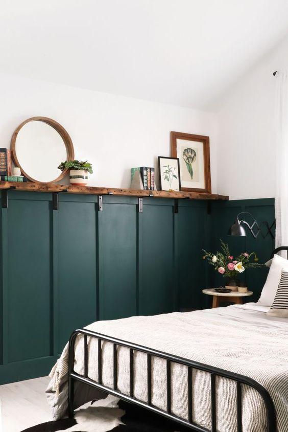 groene lambrisering slaapkamer