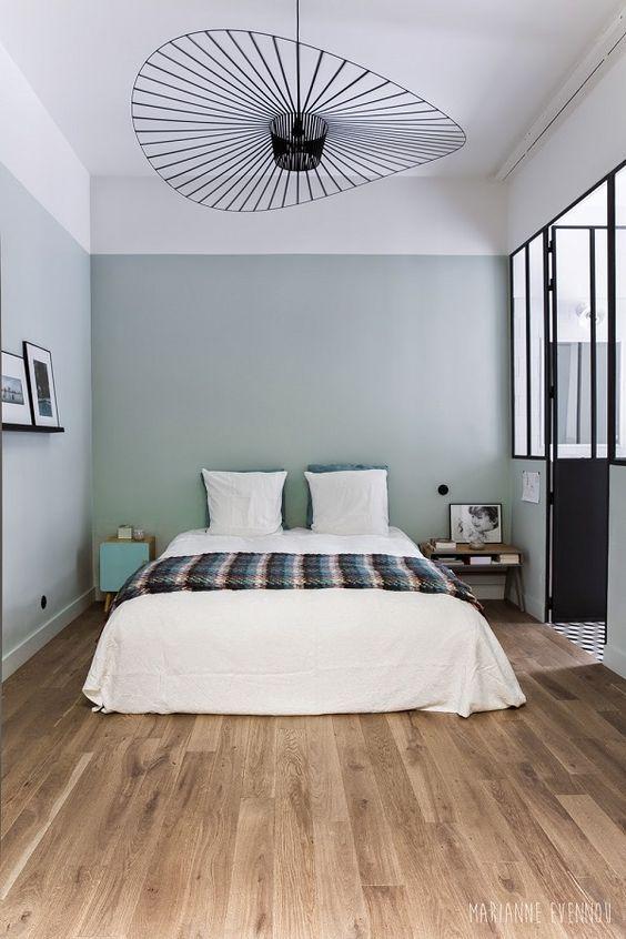 groene muur witte strook slaapkamer