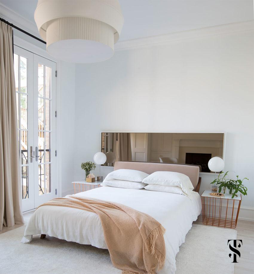 grote lichte slaapkamer met een loungehoek slaapkamer idee235n