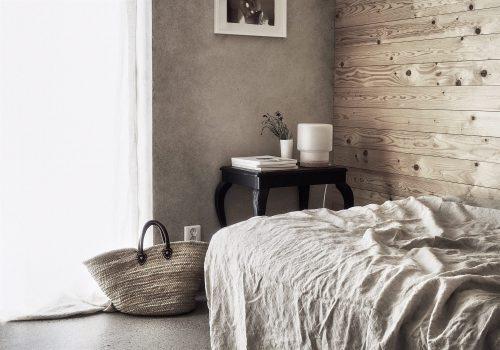 Hout en beton als rode draad in de slaapkamer