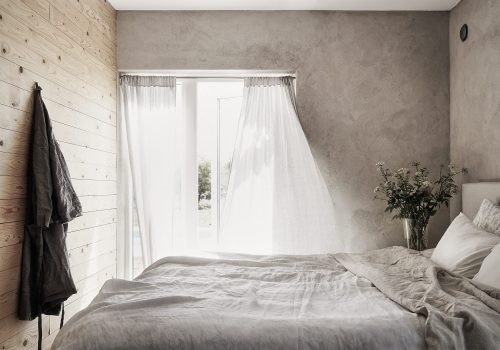 Hout en beton als rode draad in de slaapkamer  Slaapkamer ideeën