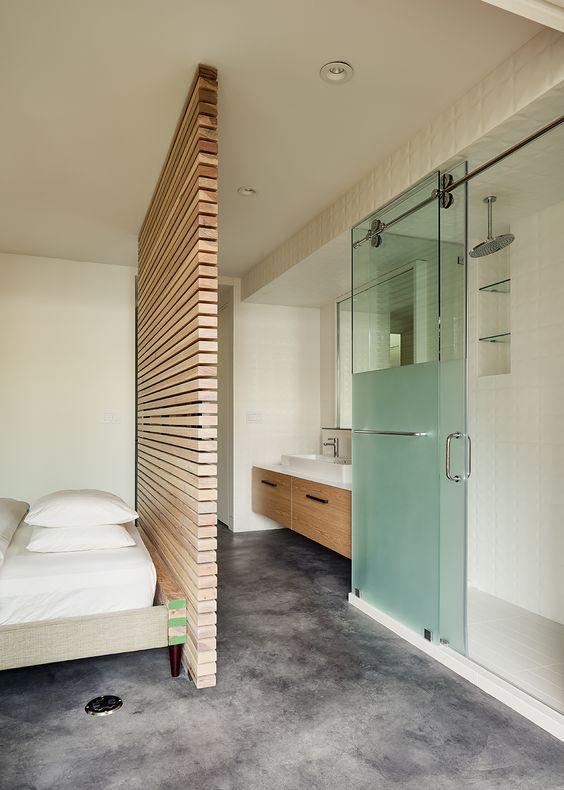 houten scheidingswand slaapkamer badkamer