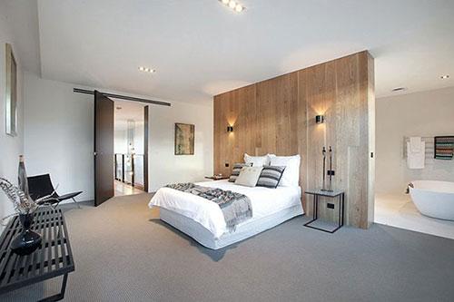 witte slaapkamer met hout  consenza for ., Meubels Ideeën