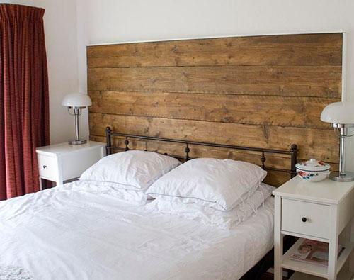 Houten Wand Slaapkamer : Repurposed Wood Headboard