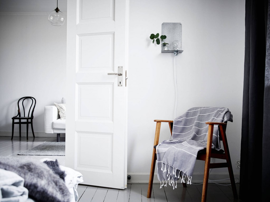 In deze grijzige slaapkamer is alles mooi!