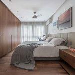 In deze luxe slaapkamer is een mega grote inloopkast gecreëerd!