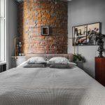 In deze slaapkamer hebben ze een leuk idee bedacht voor de ronde muur!