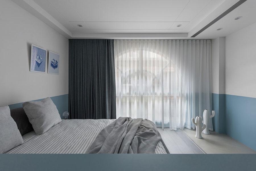 In deze slaapkamer hebben ze een leuke creatieve inloopkast ingericht!