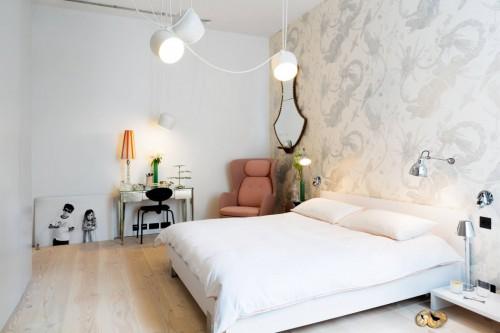 Slaapkamer Behang Ideeen : Industriële slaapkamer met romantisch ...