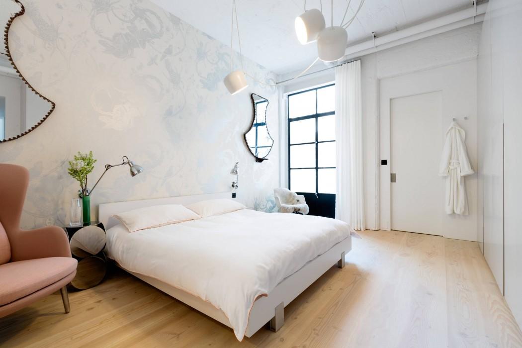 Interieur Ideeen Behang.Industriele Slaapkamer Met Romantisch Behang Slaapkamer Ideeen