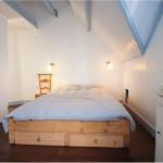 Karakteristieke slaapkamer met vliering