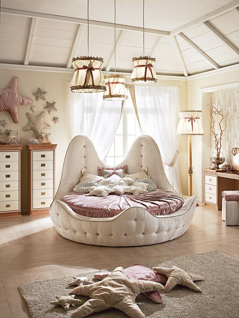 Klassiek rond bed van Stella Marina