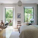Chillen in de hangmat of liggen op bed? Dat wordt een lastige keus in deze slaapkamer!